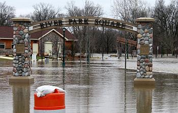 Flooding_River Park Square