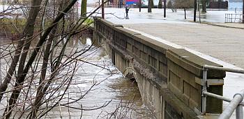 Garro Street Bridge Flooding 2-21-18
